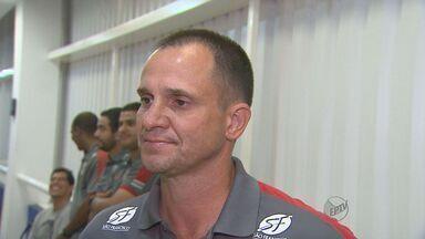 Técnico do Botafogo-SP não está satisfeito com time - Time foi o último clube a parar de treinar antes do Natal.