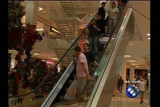 Veja como está a movimentação de compras em shoppings de Belém - A repórter Flávia Lima traz as informações ao vivo.
