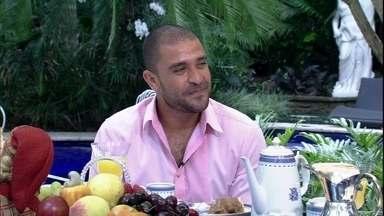 Ana Maria recebe Diogo Nogueira em sua casa em São Paulo - Sambista é o convidado do café da manhã nos jardins da casa da apresentadora