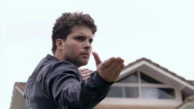 Niko dá uma surra em Eron - Ele afirma que o ex-companheiro está sendo manipulado por Amarilys