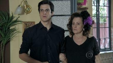 Félix recusa o convite de Pilar - Ele insiste em conversar com a mãe antes de tomar uma decisão. Ignácio avisa a Márcia que Valdirene foi chamada para fazer uma entrevista com a produção do reality show. Pilar declara seu amor pelo filho