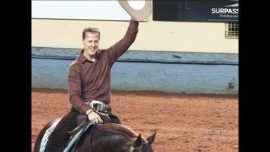 Heptacampeão na Fórmula 1, Michael Schumacher se aventura em modalidade de hipismo - Categoria 'Rédeas' exige que atleta domine cavalo com menos comandos.