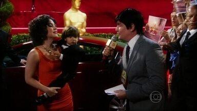 Papa anjo! Atriz veterana mostra seu novo namorado - Cena brinca com a preocupação com a jovialidade