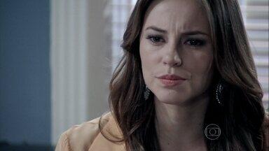 Paloma descobre que Aline conseguiu uma cópia da procuração que César fez para ela - A médica se surpreende com a frieza de Aline