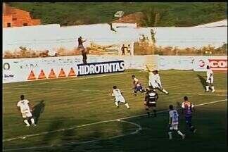Waldison marca para o Fortaleza, mas arbitragem anula o lance - Fortaleza marca mas árbitro anula o gol. Waldison estava em posição irregular