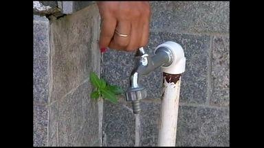 Falta d'água causa transtornos em Cabo Frio (RJ) - A cidade recebe quase um milhão de turistas nesta época, cinco vezes mais que a população local. Com tanta gente, a rede de abastecimento de água não dá conta.