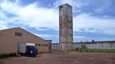 Trezentos reeducandos passam mal em presídio de MT - Na Penitenciária da Mata Grande, em Rondonópolis, pelo menos 300 reeducandos foram contaminados pela água. A Vigilância Sanitária já havia notificado a direção da unidade sobre o risco.