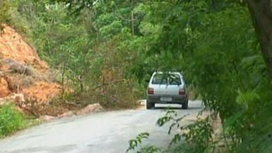 Estradas que dão acesso ao Pico do Ibituruna estão cheias de buracos - Local é um dos pontos turísticos mais visitados de Governador Valadares. Estrada é estreita e traz muitos perigos aos motoristas.