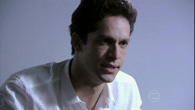Rafael pede para Eron tirá-lo da cadeia - Ele se preocupa com Linda ao saber da morte de Leila
