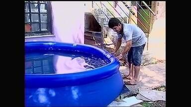 Crianças podem se afogar mesmo em pequenas quantidades de água - Elen de Oliveira Freitas morava com o pai e três irmãos. A menina foi encontrada sem vida, dentro de uma piscina de borracha. Ela tentou pegar uma bola e acabou se afogando.