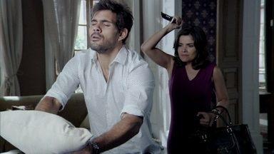 Aline não consegue matar César e Ninho - Paloma, Lutero e Rebeca vão à casa de César, e a vilã é obrigada a desistir de seus planos. Ela fica intrigada quando Rebeca avisa que ficará alguns dias na casa para ministrar os medicamentos de César