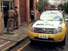 Ladrão corta cabelo e depois assalta barbearia - Foi o primeiro assalto em 42 anos de funcionamento no centro de Londrina