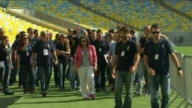 Representantes da Fifa visitam Maracanã e descartam limitação de partidas antes da Copa - Objetivo foi estabelecer padrões de operação para o período do Mundial.