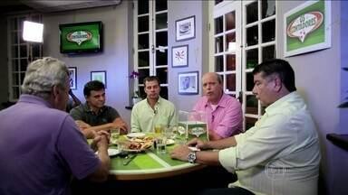 'Os Contadores' relembram histórias curiosas que se passaram dentro de campo do futebol - Joel Santana, Túlio, Ricardo Rocha e Raul Plasmann relatam passagens engraçadas.