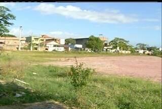 Em Campos, RJ, Vila Olímpica anunciada em 2012 ainda não saiu do papel - Local onde a Vila seria construída era um campo de futebol.Apenas entulhos restaram no local.