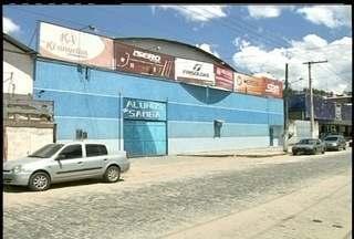 Escola de samba de Nova Friburgo, RJ, não vai desfilar em 2014 - 'Alunos do Samba' passa por problemas estruturais.Apenas três agremiações confirmaram presença nos desfiles.