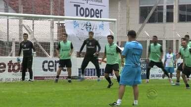 Elenco gremista participa de competição durante treino físicos - Segundo o preparador Fábio Mahseredjian, bjetivo do trabalho foi deixar a atividade mais agradável para os jogadores.