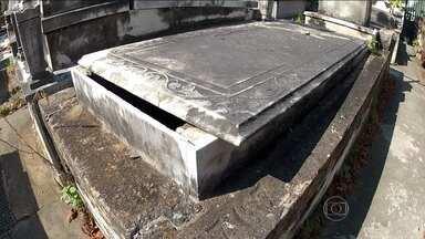 Donos de sepulturas denunciam falta de vigilância no cemitério São João Batista - Donos de sepulturas denunciam a falta de vigilância no cemitério São João Batista, em Botafogo. Eles dizem que falta vigilância e que túmulos foram violados no local.