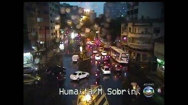 Forte chuva atinge o Rio de Janeiro - O temporal é resultado de uma frente fria que está chegando na cidade.