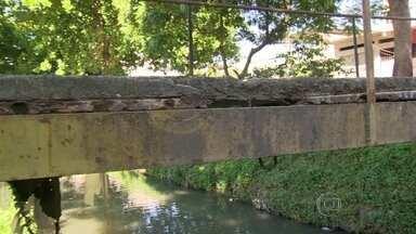 RJ Móvel cobra a reforma de ponte em Realengo - O RJ Móvel volta à Rua Pacaembu. Os moradores pedem a reforma de uma ponte de pedestres que fica sobre um canal que corta todo o bairro. Até agora, as obras não começaram e a estrutura continua representando risco à população.