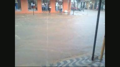 Chuva alaga ruas de São Lourenço e causa estragos em Cana Verde - Chuva alaga ruas de São Lourenço e causa estragos em Cana Verde