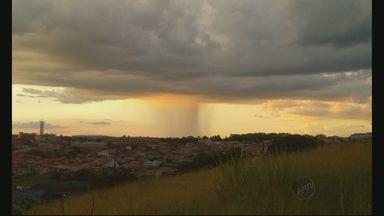 Chegada da chuva em Varginha gera bela paisagem no anoitecer - Chegada da chuva em Varginha gera bela paisagem no anoitecer