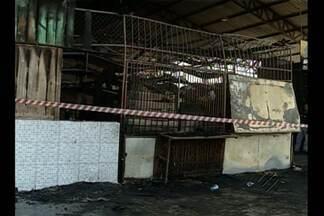 Incêndio atinge feira no bairro do Jurunas - 12 barracas foram atingidas pelas chamas.
