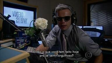 Otaviano Costa recita tradução da música-tema de Niko e Eron em Amor à Vida - Confira versão em português da canção Proud