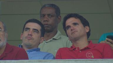 Dirigente do Santa Cruz assiste ao jogo do Náutico na Arena PE - Constantino Júnior foi observar atletas do Guarany de Sobral