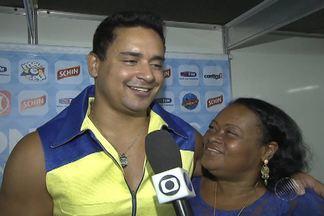 Harmonia do Samba recebe É o Tchan na 'Melhor Segunda-Feira do Mundo', em Salvador - Banda de pagode substituiu o grupo Raça Negra, que sofreu acidente de carro.