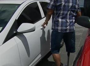 Em Caruaru, condutores ocupam vagas destinadas aos deficientes físicos - Problema mostrado ocorre em ruas que possuem a Zona Azul.