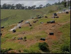 Justiça determina reintegração de posse de área pública em Ipatinga - Cerca de 400 pessoas ocupam o local.