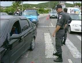 Polícia Militar faz grande apreensão de veículos em Cabo Frio, RJ - Mais de 800 motos e quase 400 carros foram apreendidos durante as operações da PM.