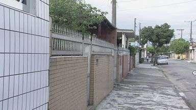 Moradores são feitos reféns após bandidos invadirem casa em Santos - Caso ocorreu no bairro Bom Retiro, em Santos, no litoral de São Paulo.