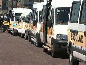 Companhia de trânsito de Cascavel fiscaliza vans escolares - Objetivo é comprovar se os veículos têm todos os itens de segurança e se estão com a documentação em dia.