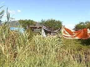 Justiça se manifesta sobre invasão de terreno na SC-401 e incêndio atinge restinga - Justiça se manifesta sobre invasão de terreno na SC-401 e incêndio atinge restinga da Praia da Joaquina