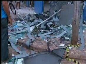 Homens explodem caixa eletrônico e destroem farmácia em Araguaína - Homens explodem caixa eletrônico e destroem farmácia em Araguaína