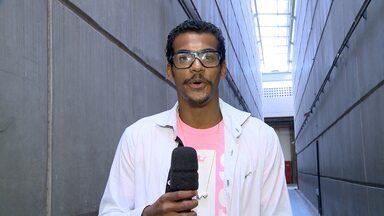 Coletiva de imprensa: Marcelo Mello mostra look casual, mas com estilo - Ator diz que pega o que tem no guarda-roupa, sem muita preocupação