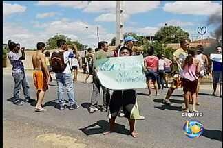 Escuridão na avenida Cardoso de Sá em Petrolina - O problema existe desde 2011. Muitos acidentes e protestos já aconteceram, mas o transtorno continua
