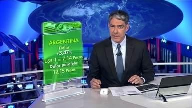 Governo da Argentina impõe desvalorização forte da moeda - O dólar oficial subiu 3,47% e passou a custar 7,12 pesos. Foi a maior desvalorização desde maio de 2002. O dólar paralelo foi a 12,15 pesos. A presidente deverá fazer um pronunciamento.