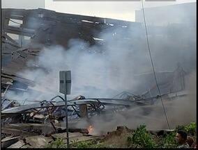 Incêndio destrói cerca de 80 toneladas de materiais recicláveis em Ipatinga - Associação de catadores ainda não somou os prejuízos.
