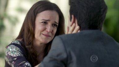 Neide permite que Rafael visite Linda - O advogado fica surpreso com o pedido de perdão da esposa de Amadeu