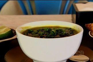 Aprenda a preparar receita de 'Caldo de mocotó' - O prato tem como ingrediente principal o pé de boi.