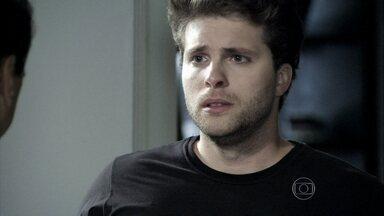Niko não deixa Eron dormir em sua casa - Félix desiste de visitar o amigo ao ver o advogado saindo da casa do chef