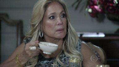 Pilar se assusta quando Félix conta para a família que Mariah é tia de Aline - Maciel confronta a mulher e ela se pergunta se é a culpada de tudo