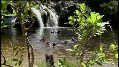 Fantástico mostra como se divertir sem risco nas cachoeiras - As cachoeiras são lindas, refrescam, mas também trazem perigo. Na mesma semana, no Sul do Brasil, duas pessoas morreram em acidentes.