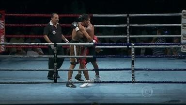 Primeira luta de Yamaguchi Falcão no Boxe profissional termina sem vencedor - Os dois lutadores foram desclassificados.