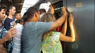 Autoridades falam sobre os problemas no transporte público de SP e RJ - O Fantástico mostrou o martírio dos passageiros que viajam nos vagões superlotados. No Rio, a Supervia promete investir R$ 2,1 bilhões até 2018. Em São Paulo, a CPTM informou que deve investir quase R$ 9,5 bilhões até 2015.