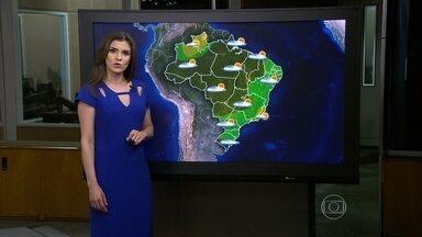 Temporais devem diminuir no Sudeste do país - Imagens de satélite mostram as nuvens mais carregadas sobre o Norte, o Centro-Oeste e o Sul. Volta a fazer muito calor em Porto Alegre e a temperatura deve chegar a 36ºC.