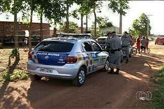 Polícia busca por três suspeitos de roubar fazenda em Gameleira de Goiás - Uma mulher e um adolescente também foram detidos por suposta participação no crime.